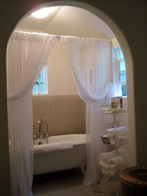 indoor tub, cottage
