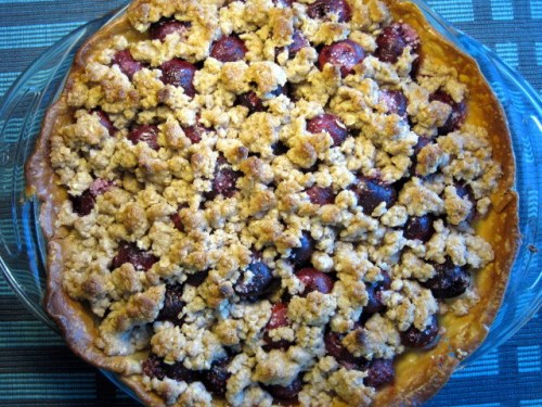 Cherry Pie with Struesel Topping